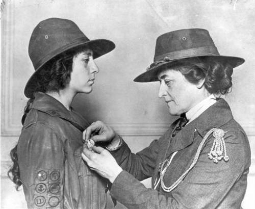 public juliette low story   girl scout service unit 20